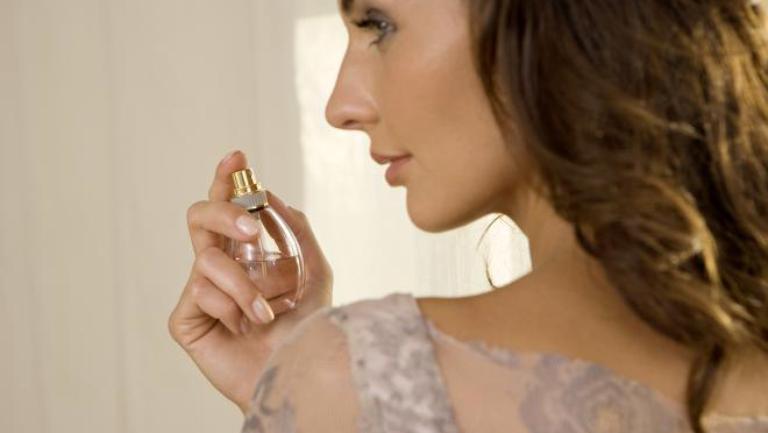 Cat de greu este sa alegi parfumul potrivit in functie de culoarea preferata?