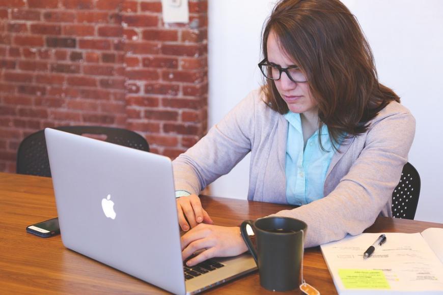 Cum iti protejezi ochii cand lucrezi pe calculator?