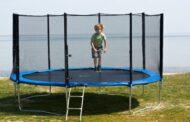 Trambulina cu plasă de siguranță pentru distracția întregii familii